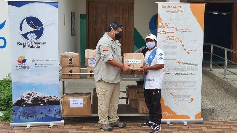 465 kits de bioseguridad se entregaron a las comunidades costeras de Ayangue y Valdivia