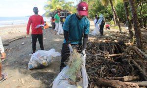 Realizan operativo de limpieza en playas de la costa sur de Veraguas